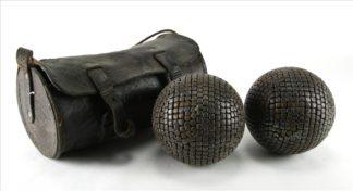 0048-Zwei alte Boulekugeln